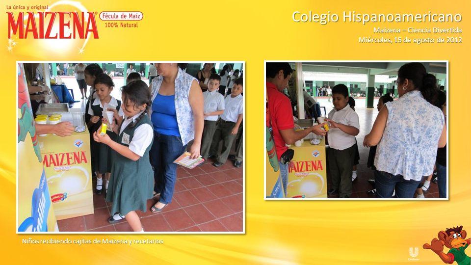 Niños recibiendo cajitas de Maizena y recetarios Colegio Hispanoamericano Colegio Hispanoamericano Maizena – Ciencia Divertida Miércoles, 15 de agosto
