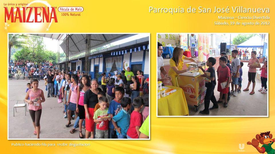 Publico haciendo fila para recibir degustacion Parroquia de San José Villanueva Parroquia de San José Villanueva Maizena – Ciencia Divertida Sábado, 1