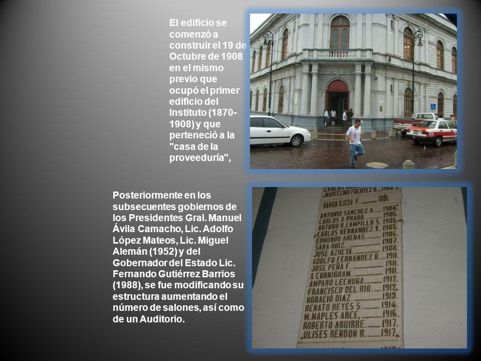 El edificio se comenzó a construir el 19 de Octubre de 1908 en el mismo previo que ocupó el primer edificio del Instituto (1870- 1908) y que perteneci