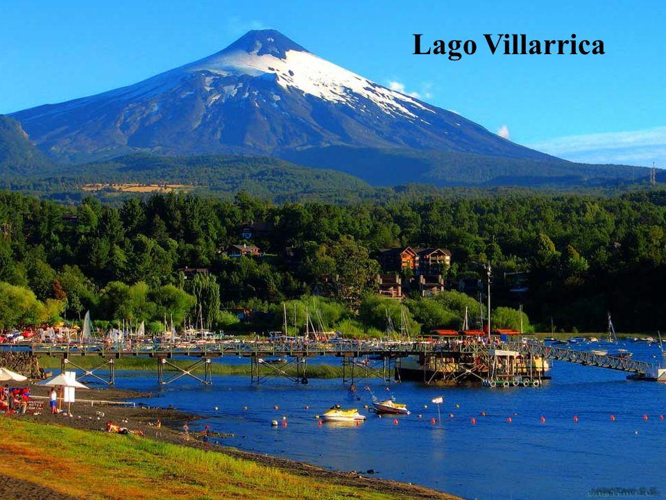 Hacia el sureste, se encuentra el núcleo turístico formado por Villarrica y Pucón, a orillas del lago Villarrica, ofreciendo todas las alternativas po