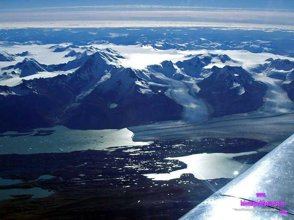 Indudablemente, lo más destacable de este Parque Nacional son sus campos de hielo, que en total ocupan una superficie aproximada de 2.600 km2 (esto im