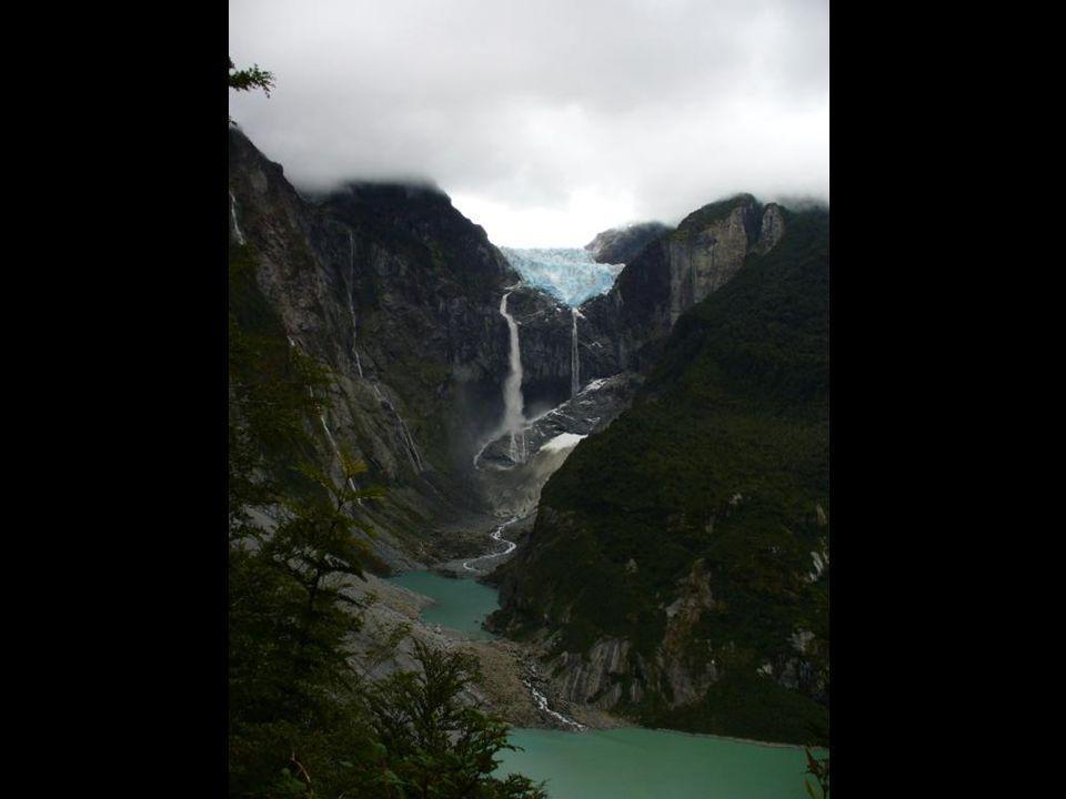 E n la Región de Aysén, en Chile, se encuentra el Parque Nacional Queulat, uno de los paisajes más intactos de toda la Patagonia, y con extensas zonas