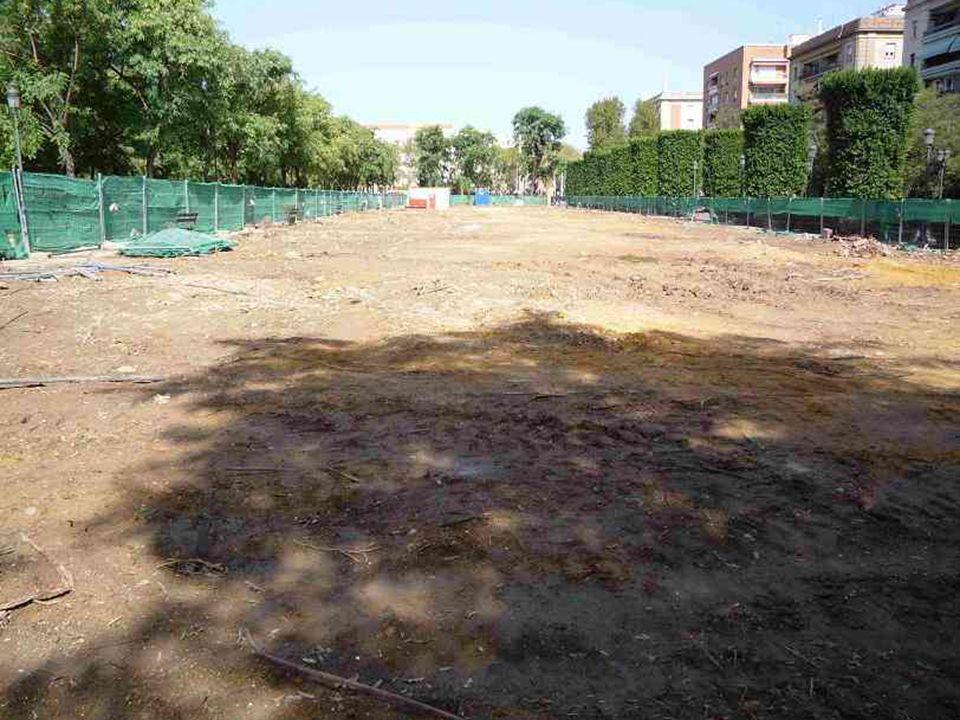 Una vez conseguida la transformación del espacio verde en un solar desértico, se iniciaron las obras, haciéndolas coincidir con las catas arqueológicas.