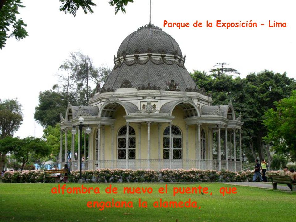 adornada con jazmines matizando su hermosura, Parque del Amor - Lima