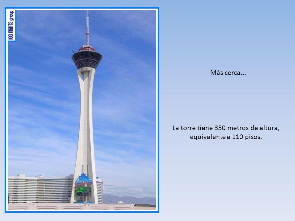 Más cerca... La torre tiene 350 metros de altura, equivalente a 110 pisos.