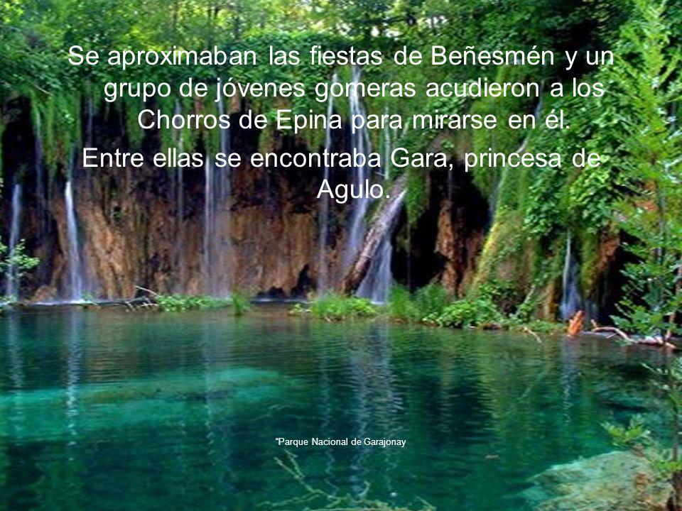Se aproximaban las fiestas de Beñesmén y un grupo de jóvenes gomeras acudieron a los Chorros de Epina para mirarse en él.