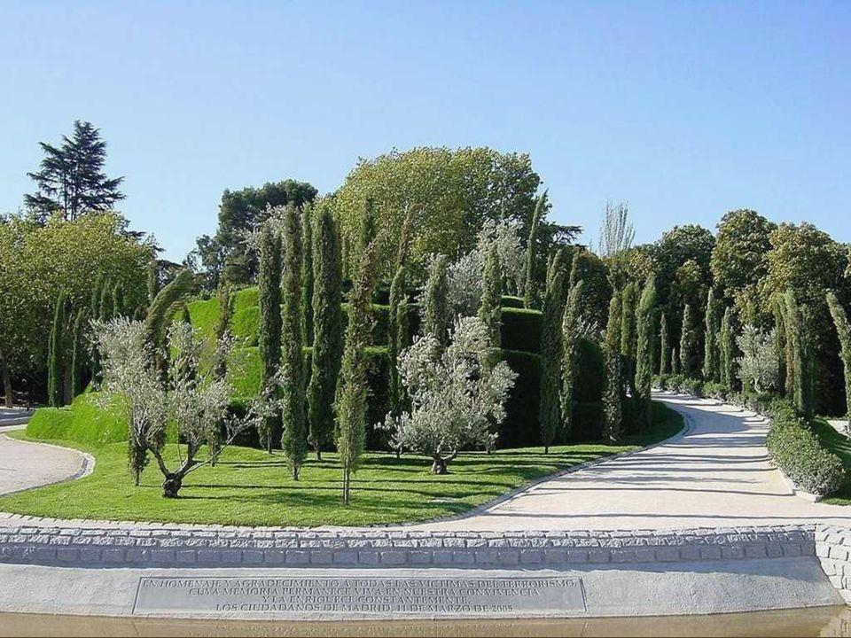 Más allá de la historia de los Jardines, estos han sido tomados por los ciudadanos, paseantes, ciclistas y patinadores. Frente al Monumento de S.M. Al
