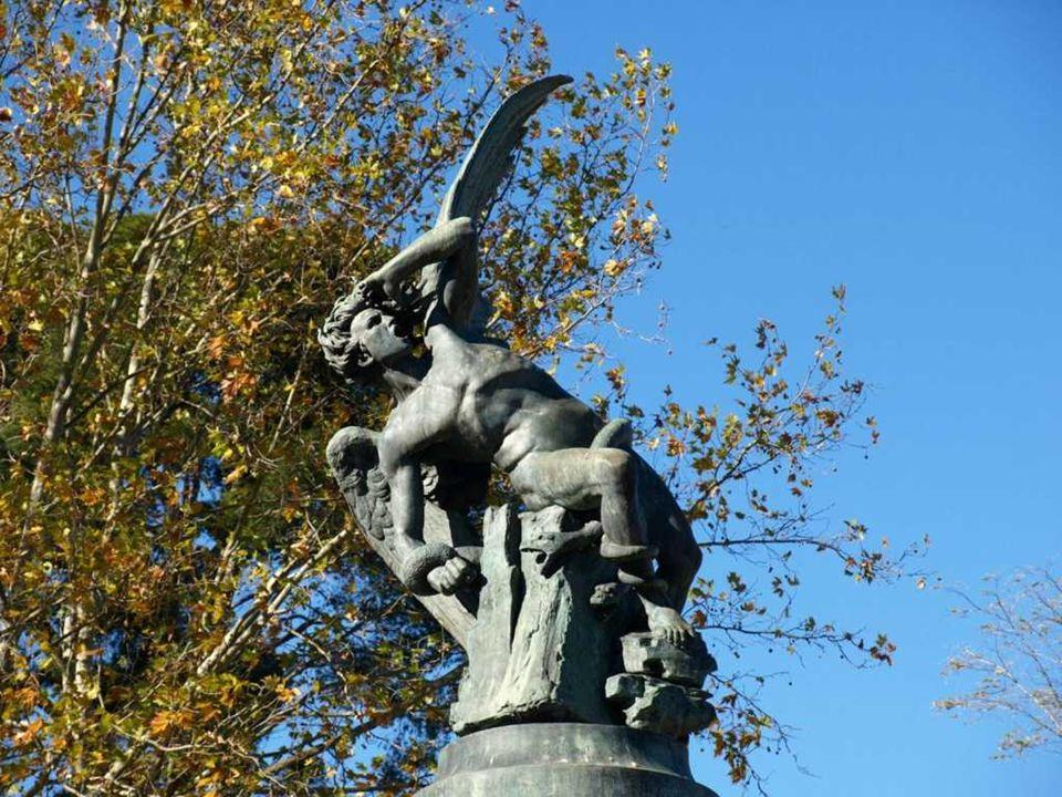 PASEO DE LAS ESTATUAS Su auténtico nombre es el Paseo de la Argentina. En las épocas de Fernando VII, mando esculpir, estatuas de los reyes que había