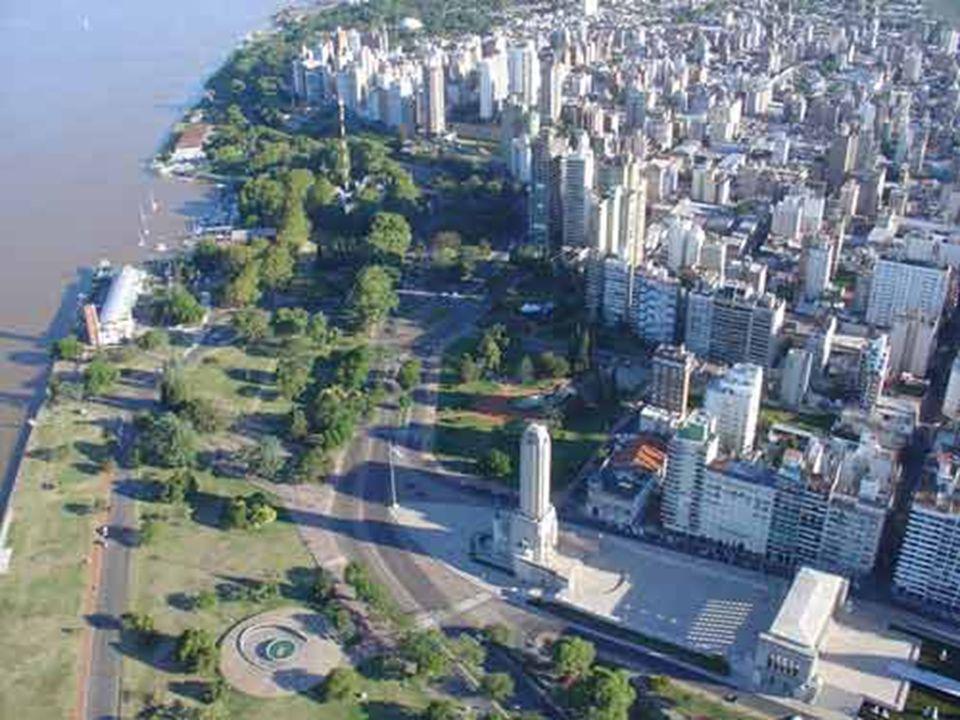 La ciudad tiene un diseño moderno, con amplios bulevares y hermosos parques.