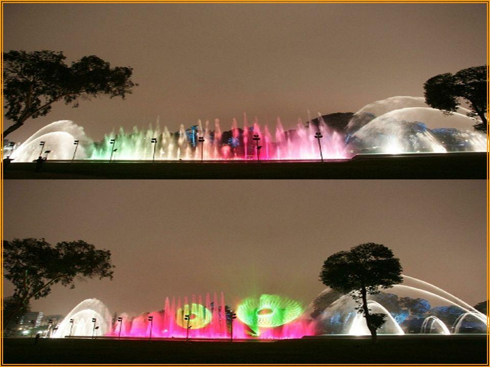 FUENTE LABERINTO DE ENSUEÑO Permite a los visitantes descubrir un laberinto formado por paredes de agua de efectos diferentes: chorros sorpresa de agu