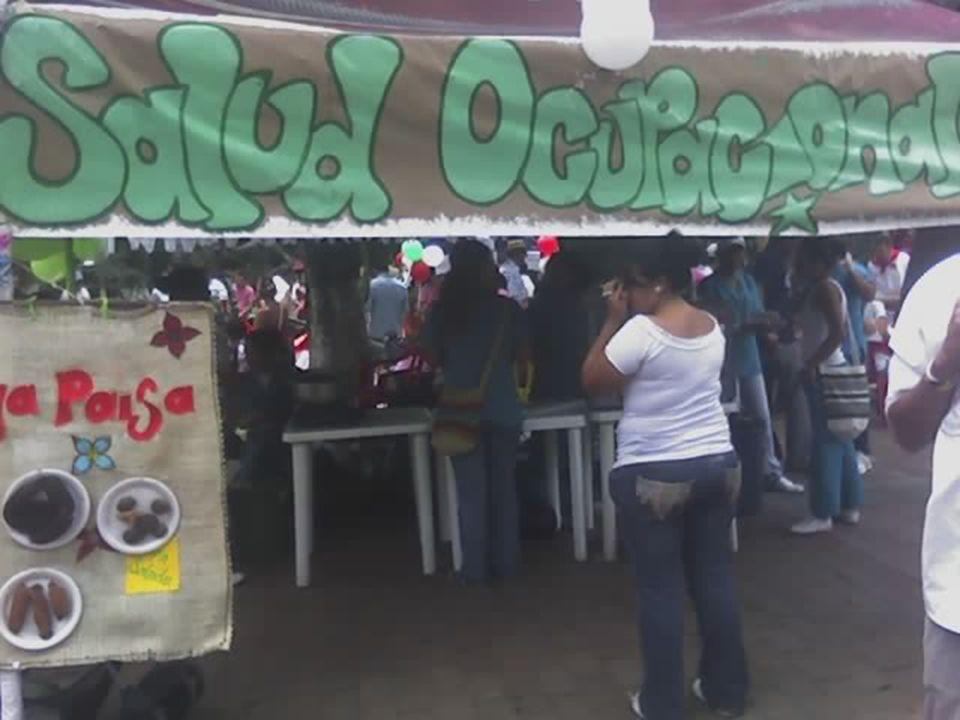 Este estan ofrecía a los visitantes: MorcillaChorizos Bandeja paisa