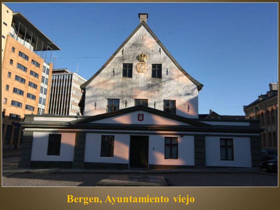 El Bryggen, es una serie de viejas casas de madera de principios del siglo XVIII.