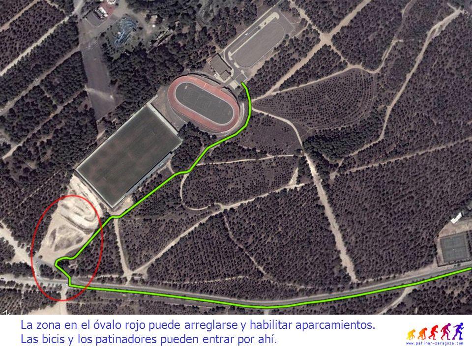 La zona en el óvalo rojo puede arreglarse y habilitar aparcamientos.
