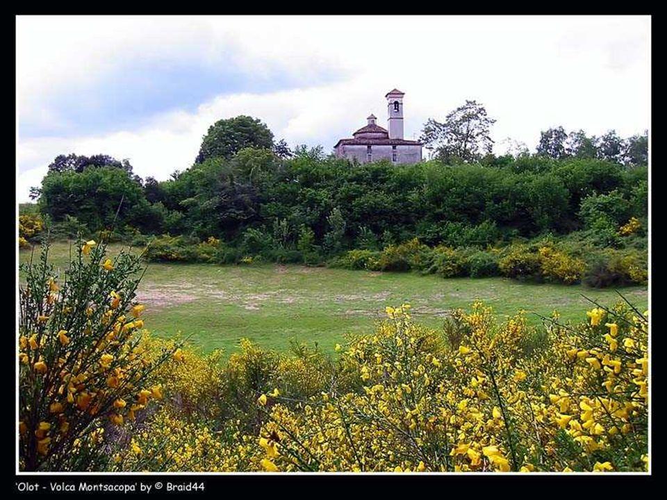 Durante la ocupación francesa de 1812 se amuralló la ermita, y se construyeron las dos torres de defensa que aún se conservan.