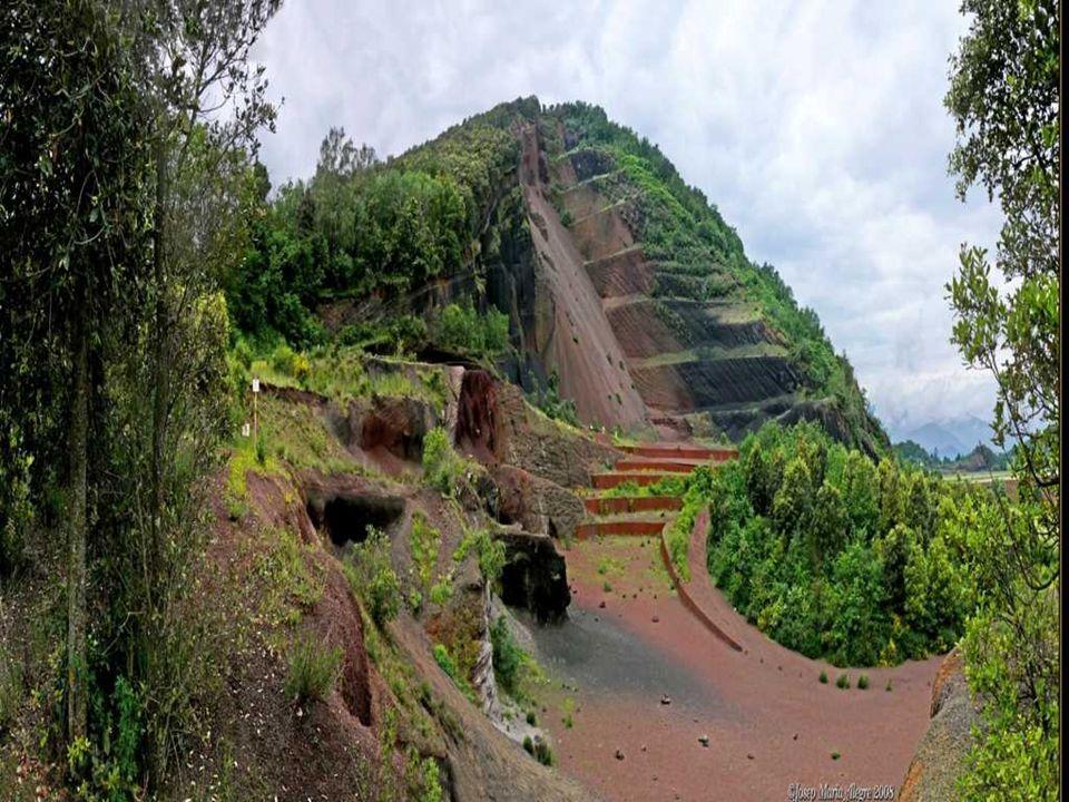 El Croscat es un antiguo volcán situado en el municipio de Santa Pau, en la comarca de La Garrotxa, Caracterizado por la presentación de muchas capas