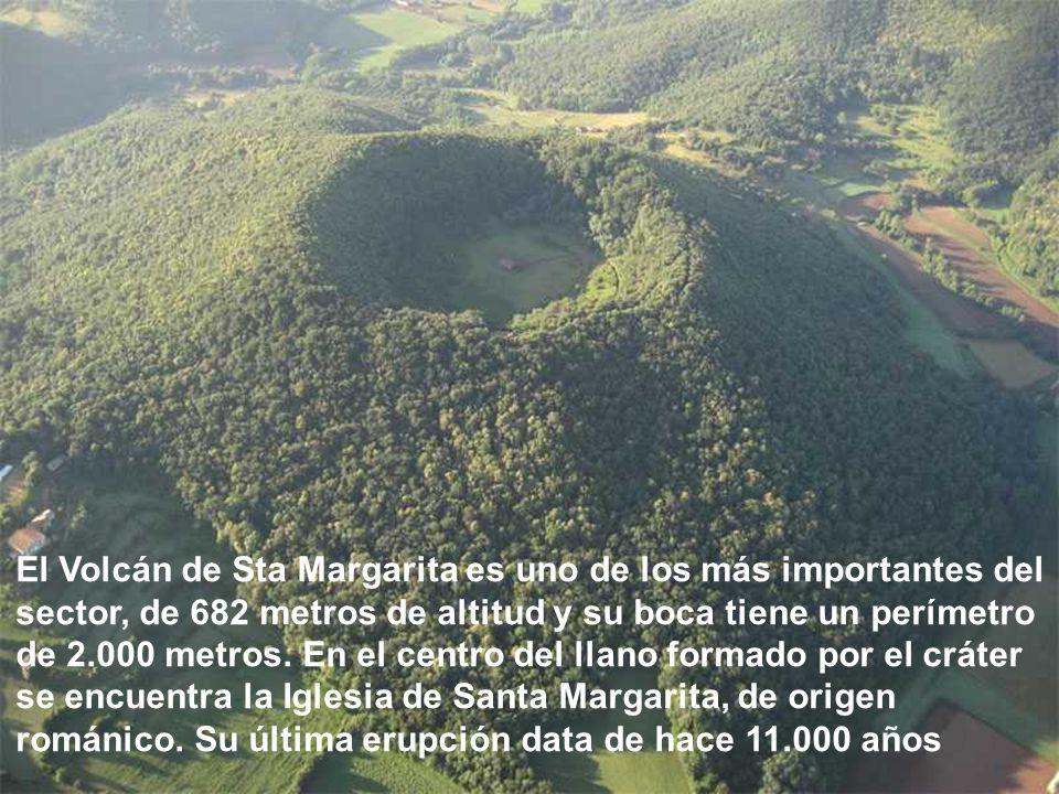 El Volcán de Sta Margarita es uno de los más importantes del sector, de 682 metros de altitud y su boca tiene un perímetro de 2.000 metros.