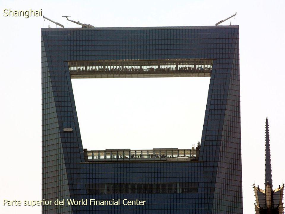 Parte superior del World Financial Center Shanghai