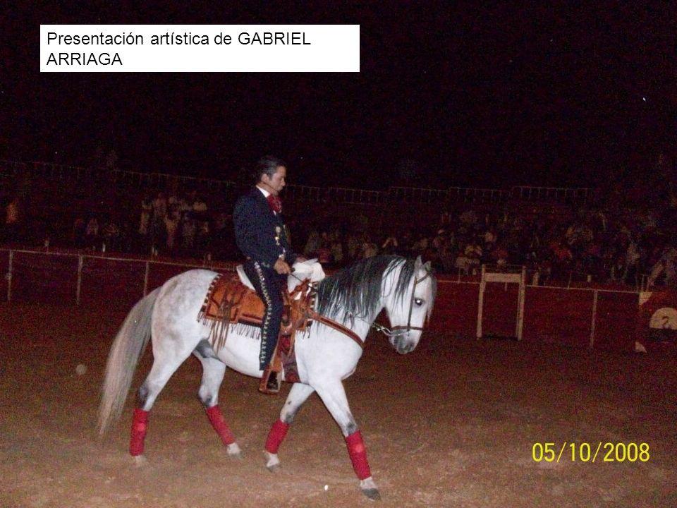 Publico asistente a la presentación artística de GABRIEL ARRIAGA