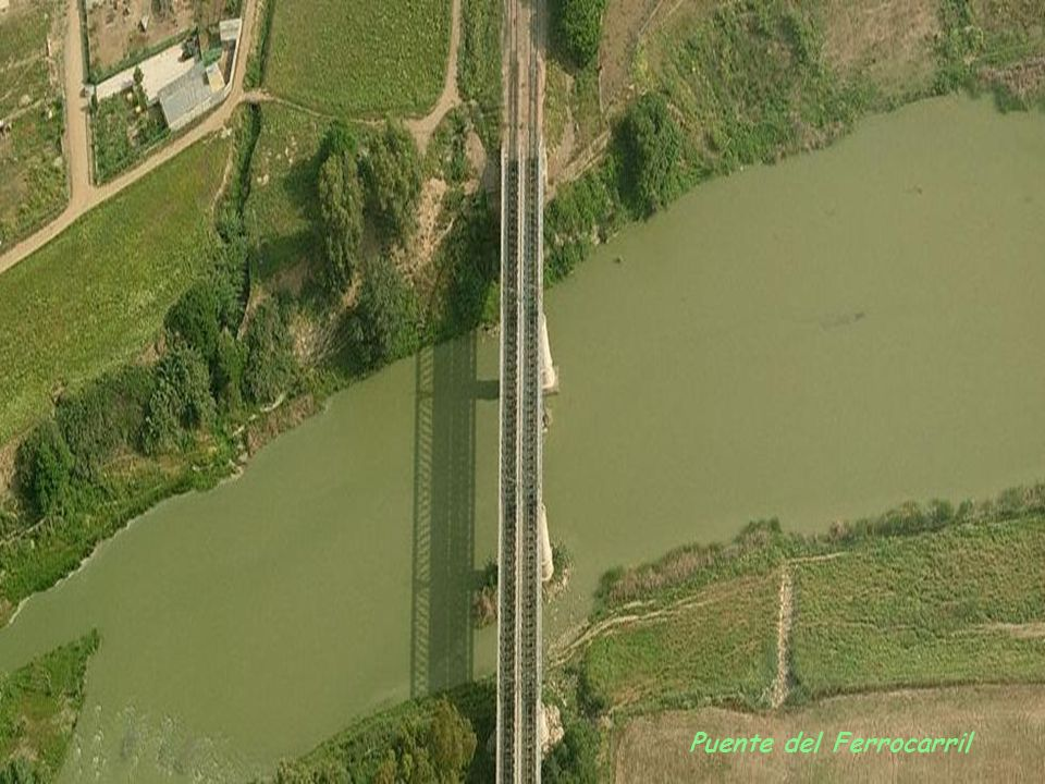 A su paso por Córdoba, el Río Guadalquivir está cruzado por distintos puentes. Los más importantes se exponen a continuación en imágenes aéreas y a ni