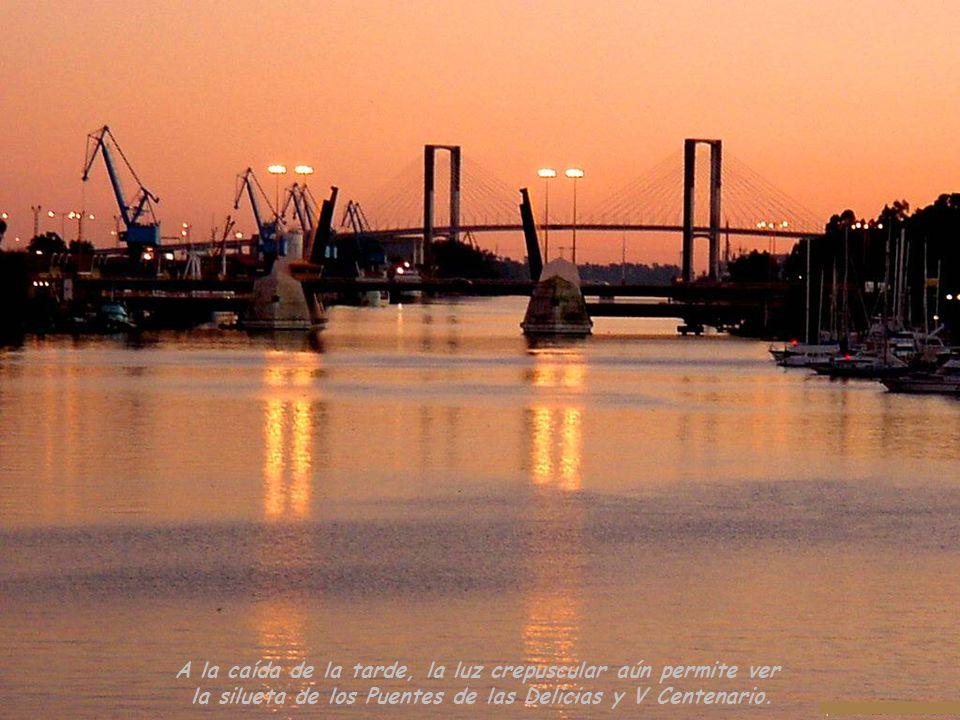Vista del Puente de las Delicias en primer término y al fondo el Puente del V Centenario.