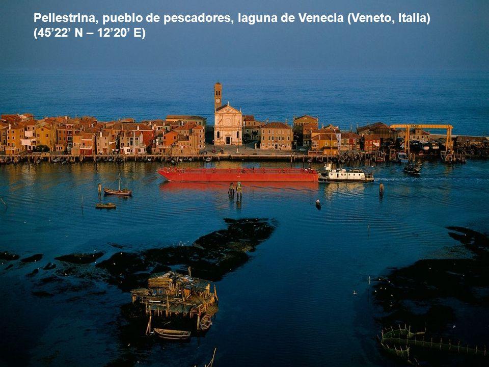 Pellestrina, pueblo de pescadores, laguna de Venecia (Veneto, Italia) (4522 N – 1220 E)