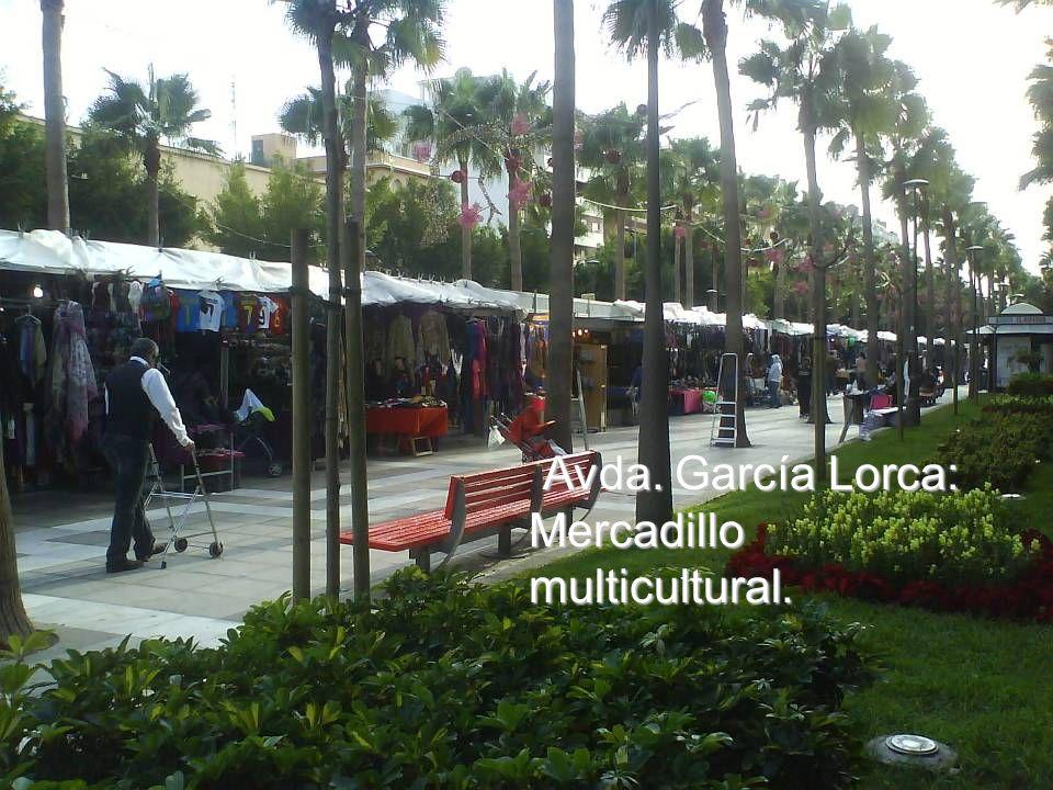 Avda. García Lorca: Monumentos a la mujer