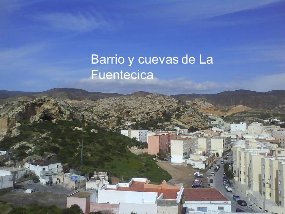 Vista parcial de Almería desde el menospreciado mirador natural del Cerro de San Cristóbal; enclave desde el que se domina una perspectiva de 360º sob