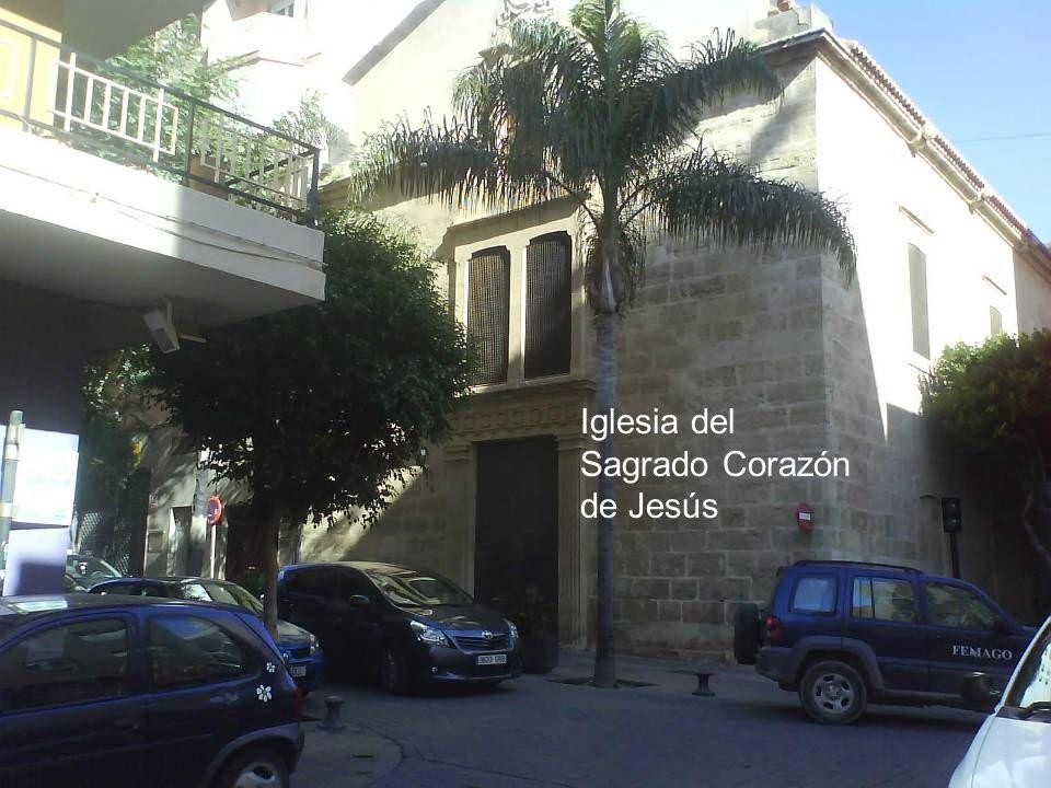 Monumento al guitarrero Gerundino Fernández, erigido en 2.008 por el el Excmo. Ayuntamiento Ayuntamiento en la Plaza de El Quemadero, donde transcurri