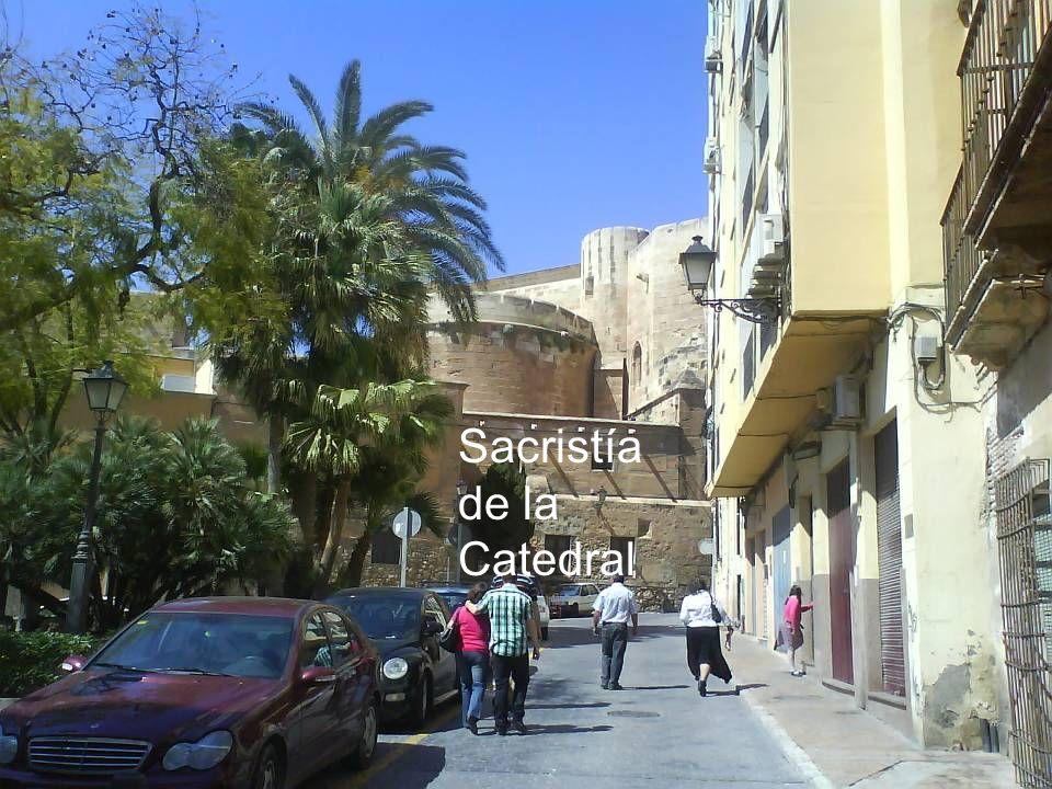 Avda. García Lorca: Mercadillo multicultural.