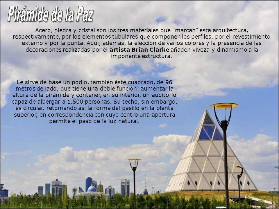 Esta estructura piramidal tiene 62 metros de altura y una base tambien de 62 x 62 metros. El edificio se concibe como un centro global para la compren