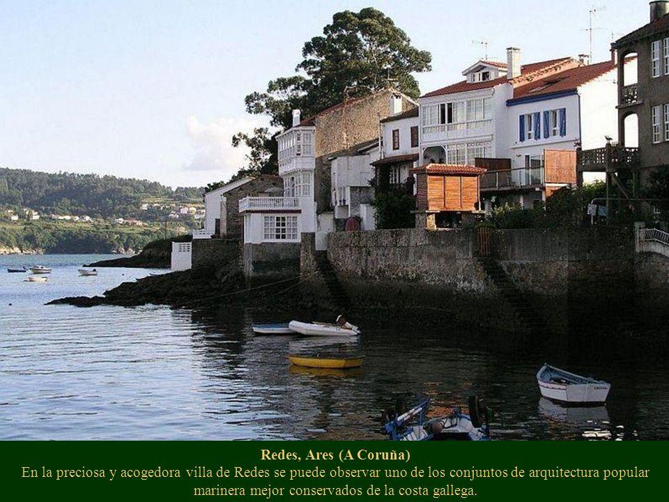 Redes, Ares (A Coruña) En la preciosa y acogedora villa de Redes se puede observar uno de los conjuntos de arquitectura popular marinera mejor conserv