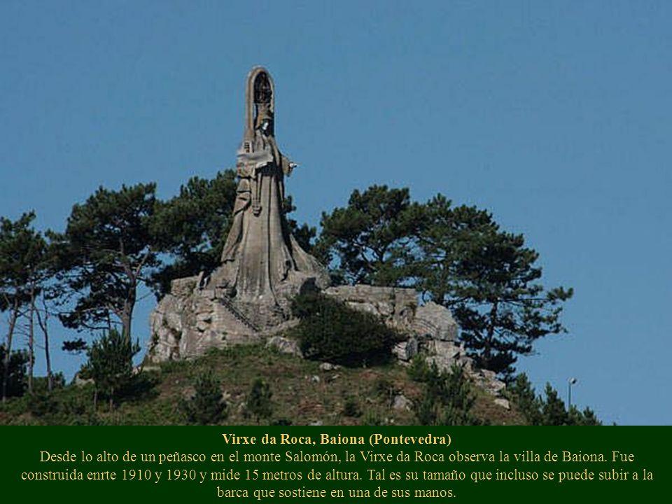 Virxe da Roca, Baiona (Pontevedra) Desde lo alto de un peñasco en el monte Salomón, la Virxe da Roca observa la villa de Baiona. Fue construida enrte
