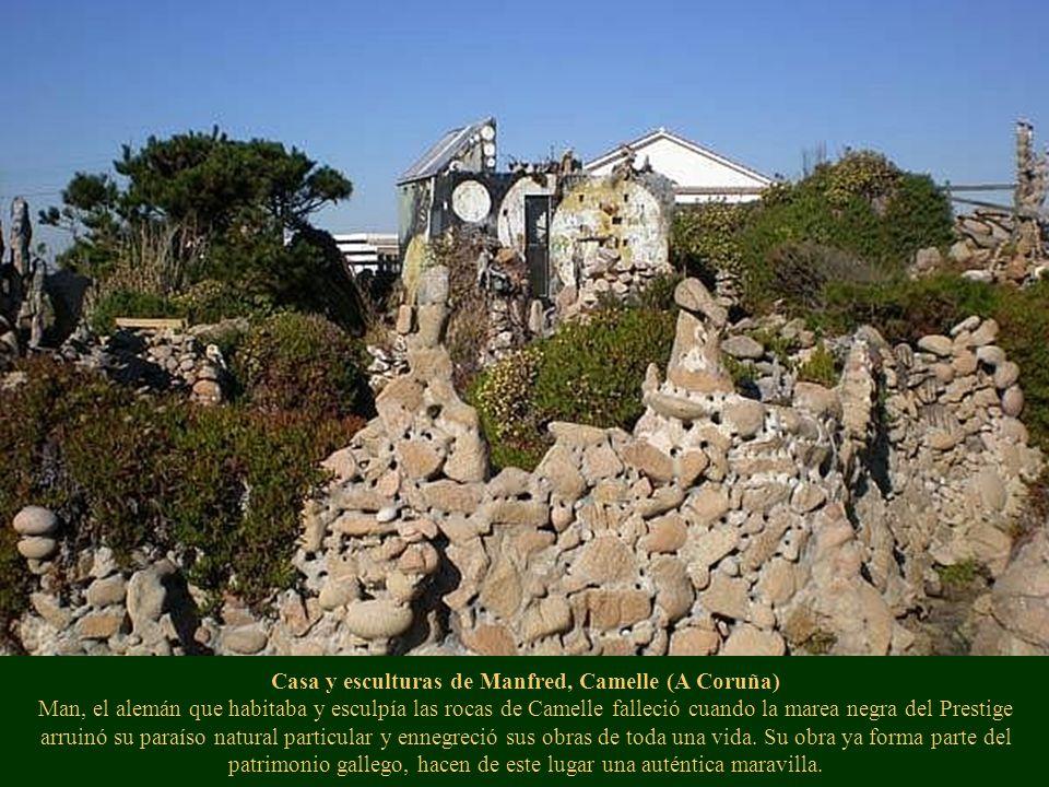 Casa y esculturas de Manfred, Camelle (A Coruña) Man, el alemán que habitaba y esculpía las rocas de Camelle falleció cuando la marea negra del Presti