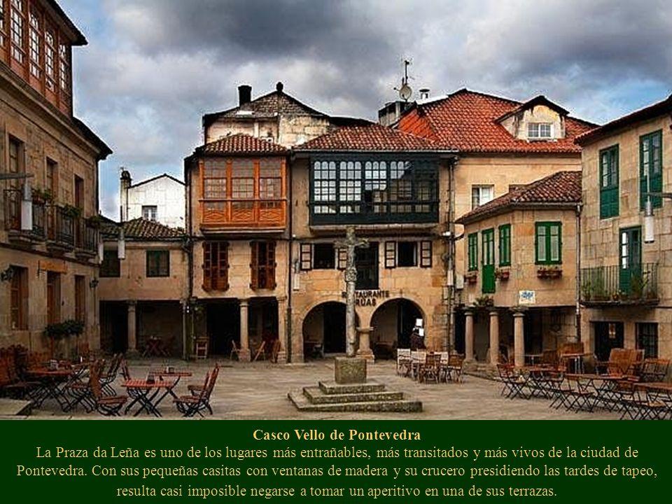 Casco Vello de Pontevedra La Praza da Leña es uno de los lugares más entrañables, más transitados y más vivos de la ciudad de Pontevedra. Con sus pequ