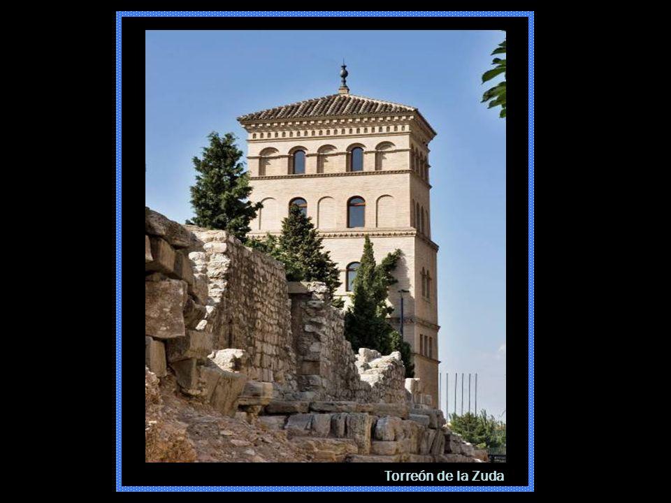 Torreón de la Zuda y Murallas Romanas