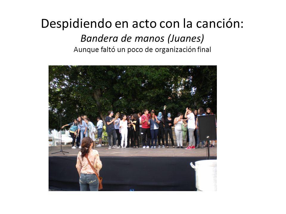 Despidiendo en acto con la canción: Bandera de manos (Juanes) Aunque faltó un poco de organización final