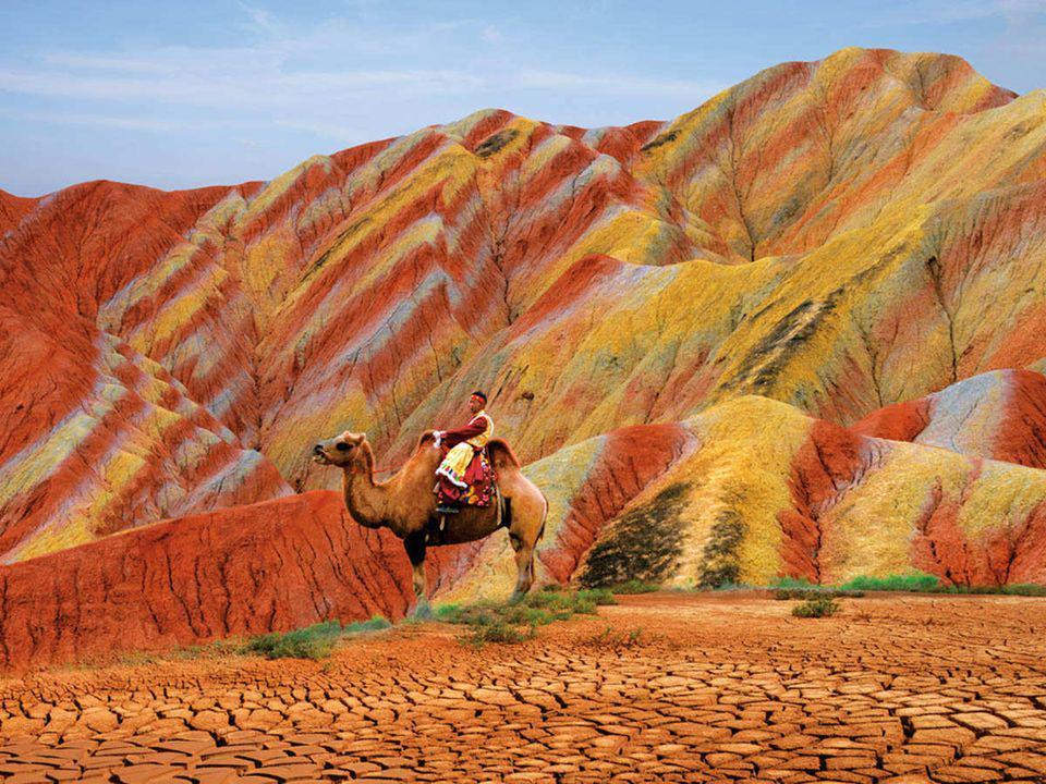 Es una zona climatológica de escasas lluvias que comparte con el desierto del Gobi. Tiene 300 kilómetros cuadrados de superficie.
