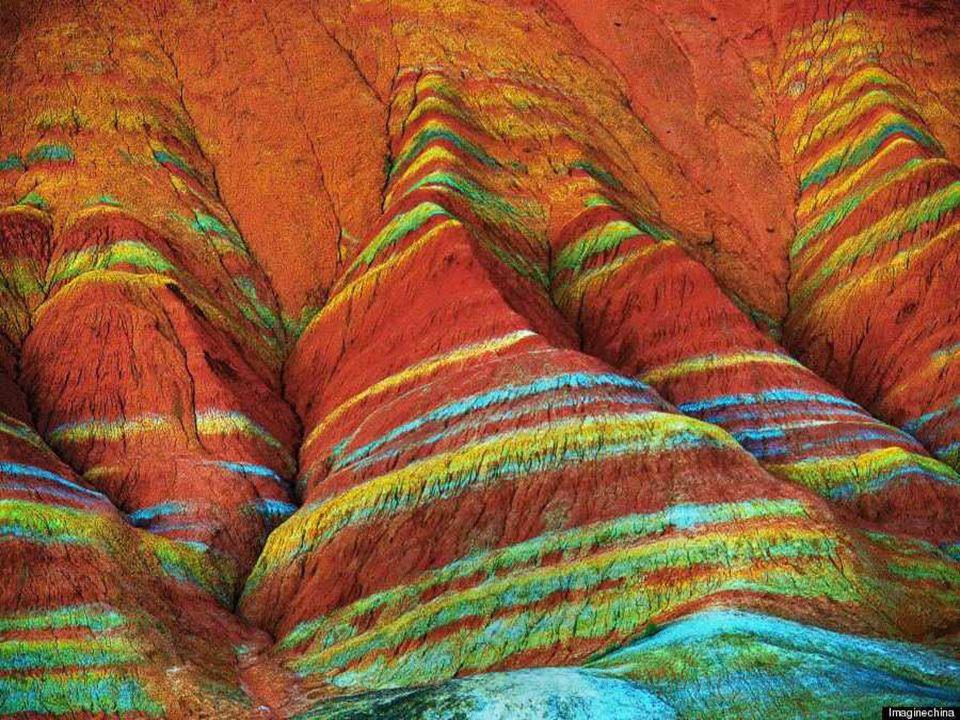 Algunos millones de años después, la colisión indo-australiana y la placa tectónica de Eurasia se encargaron de provocar las ondulaciones en el relieve que dieron como resultado este impresionante y surrealista paisaje.