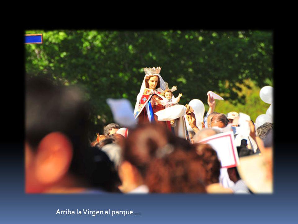 Arriba la Virgen al parque….