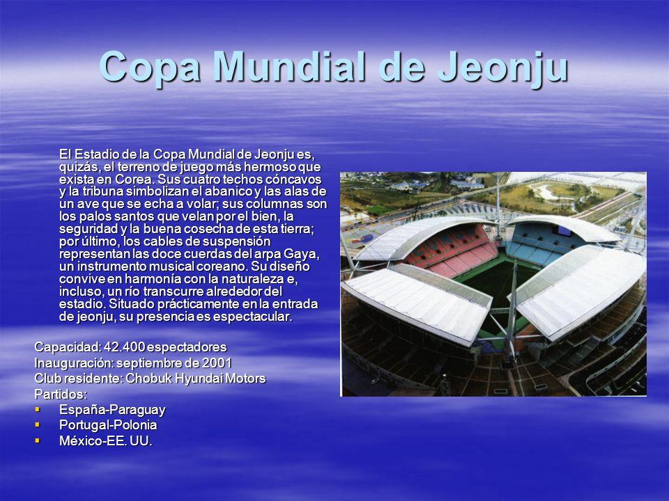 Copa Mundial de Jeonju El Estadio de la Copa Mundial de Jeonju es, quizás, el terreno de juego más hermoso que exista en Corea. Sus cuatro techos cónc