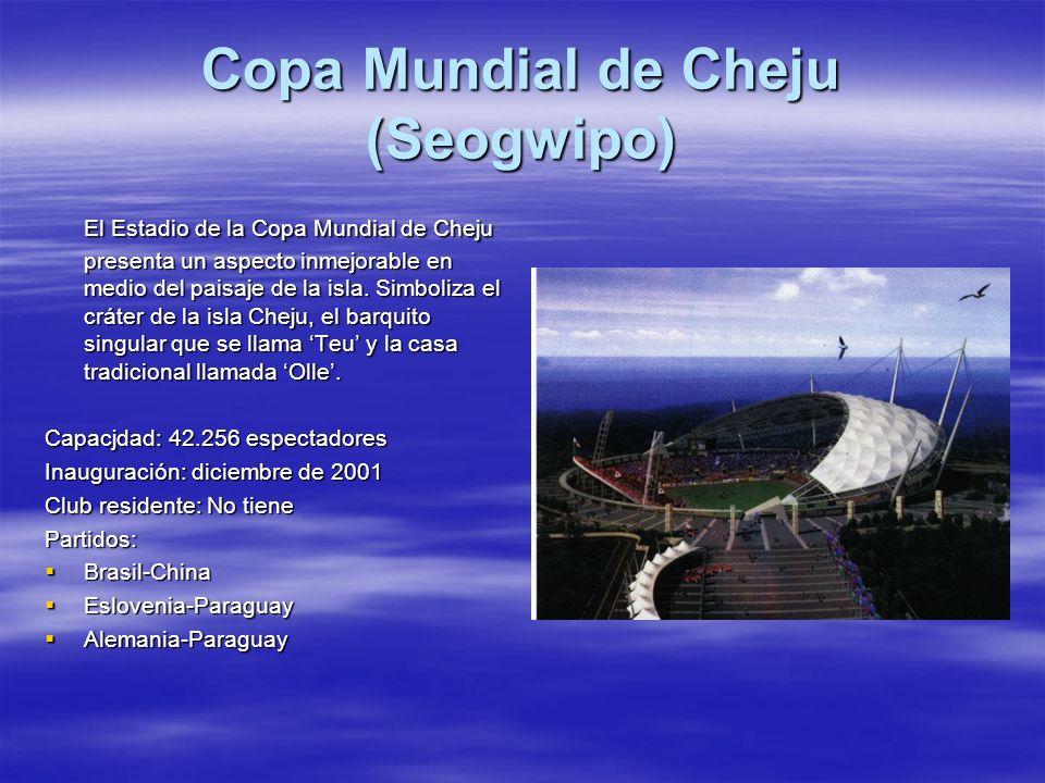 Copa Mundial de Cheju (Seogwipo) El Estadio de la Copa Mundial de Cheju presenta un aspecto inmejorable en medio del paisaje de la isla. Simboliza el