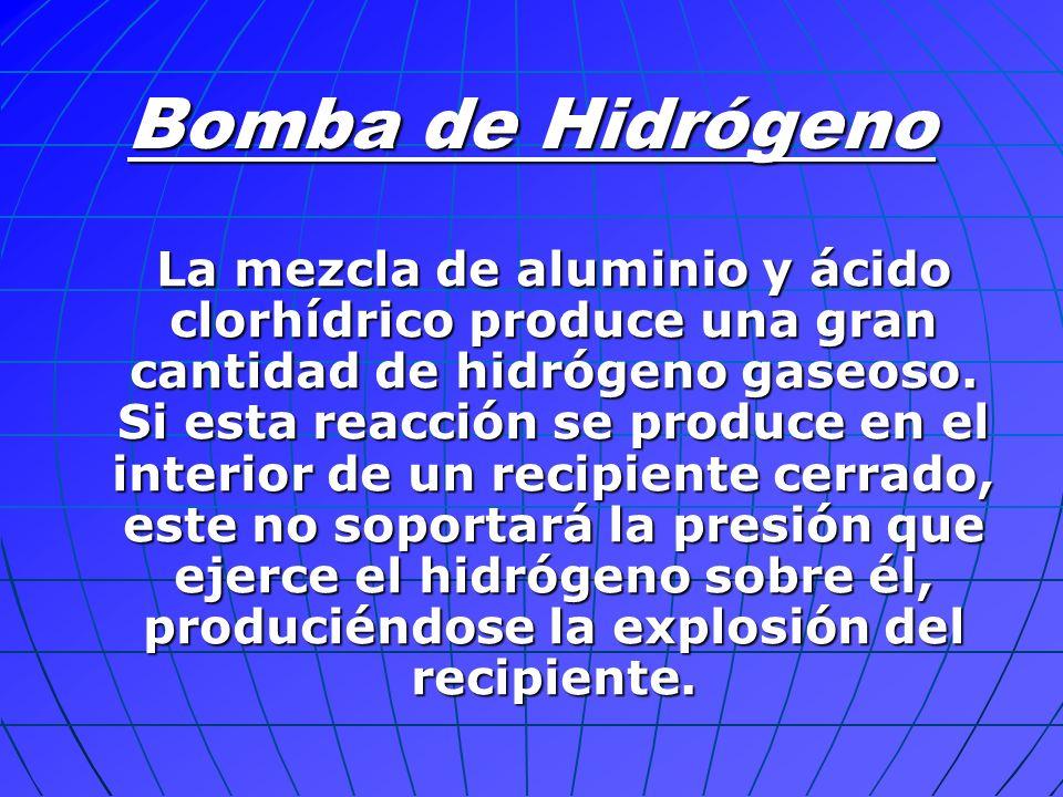 La mezcla de aluminio y ácido clorhídrico produce una gran cantidad de hidrógeno gaseoso. Si esta reacción se produce en el interior de un recipiente