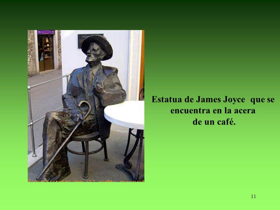11 Estatua de James Joyce que se encuentra en la acera de un café.
