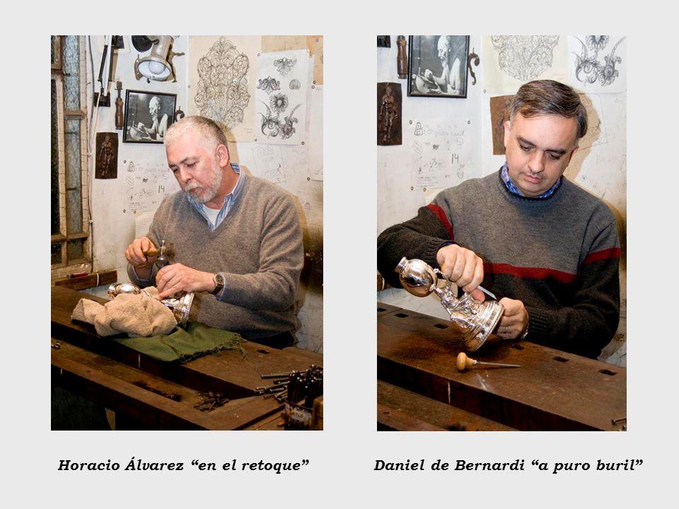 Horacio Álvarez en el retoqueDaniel de Bernardi a puro buril