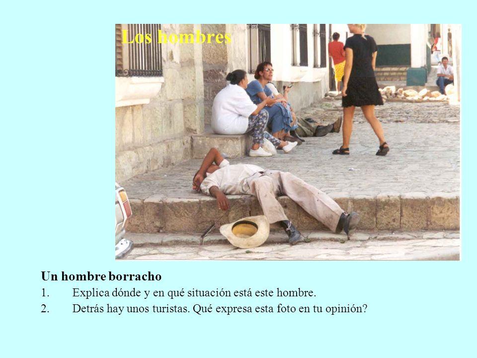 Un hombre borracho 1.Explica dónde y en qué situación está este hombre. 2.Detrás hay unos turistas. Qué expresa esta foto en tu opinión?