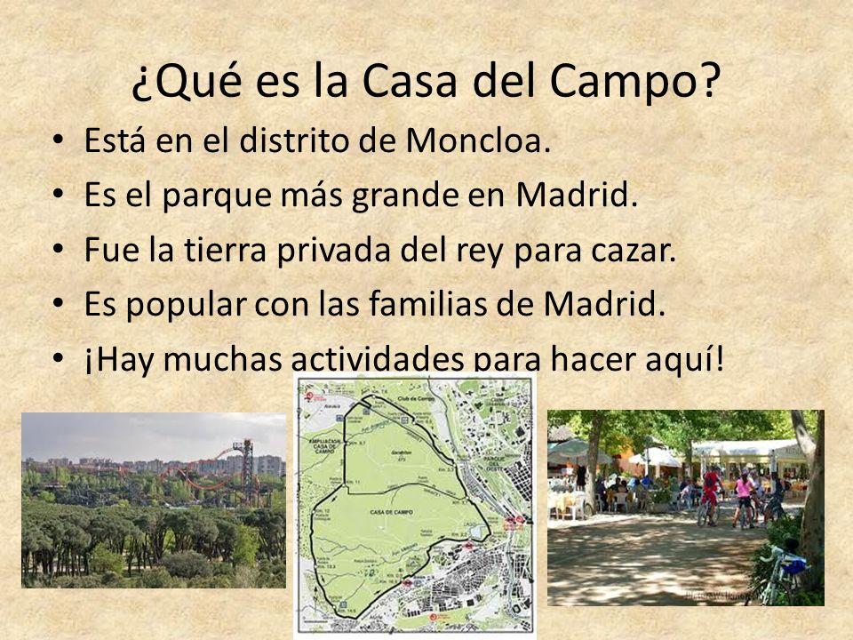 ¿Qué es la Casa del Campo? Está en el distrito de Moncloa. Es el parque más grande en Madrid. Fue la tierra privada del rey para cazar. Es popular con