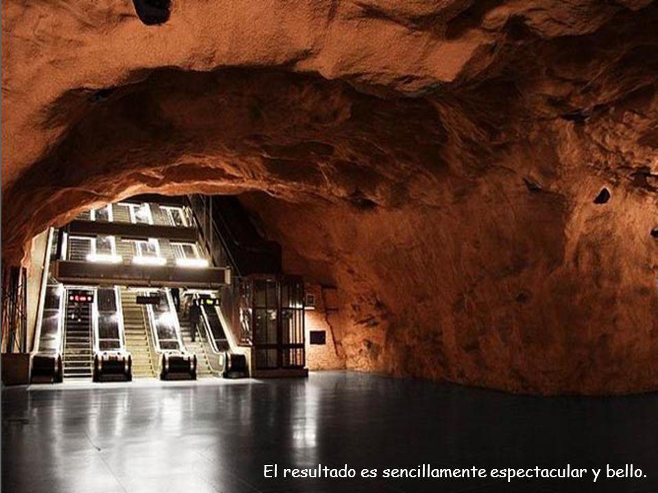 Se han utilizado en varias estaciones el lecho de roca natural del túnel como materia prima y se la utilizado como parte de la decoración de variadas