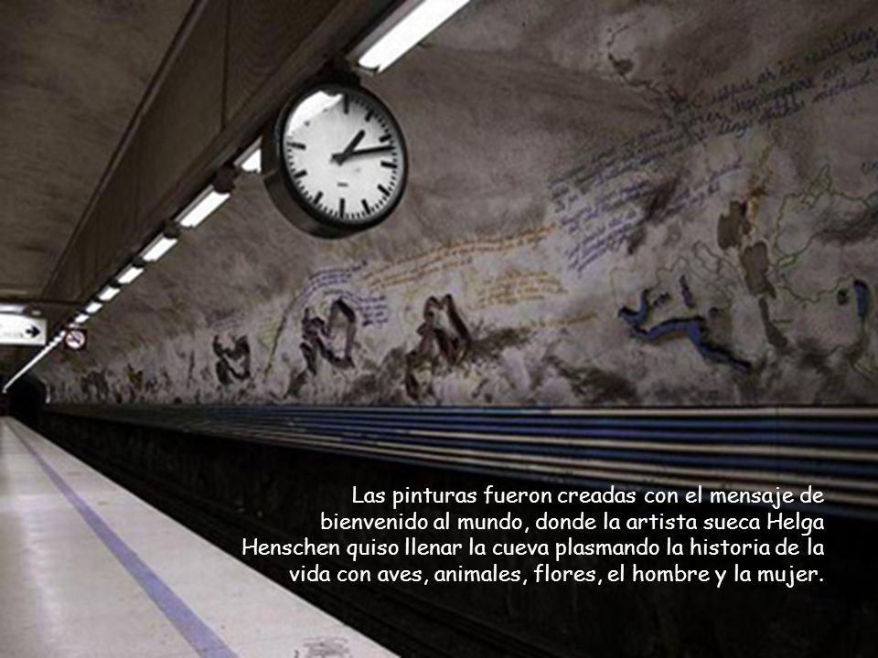 En la estación Rissne, un fresco informativo sobre las paredes cuenta la historia de las civilizaciones de la Tierra a lo largo del andén.