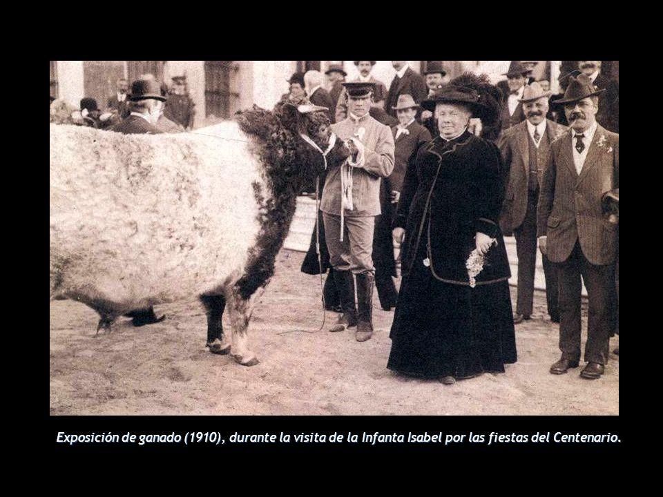 Exposición de ganado (1910), durante la visita de la Infanta Isabel por las fiestas del Centenario.