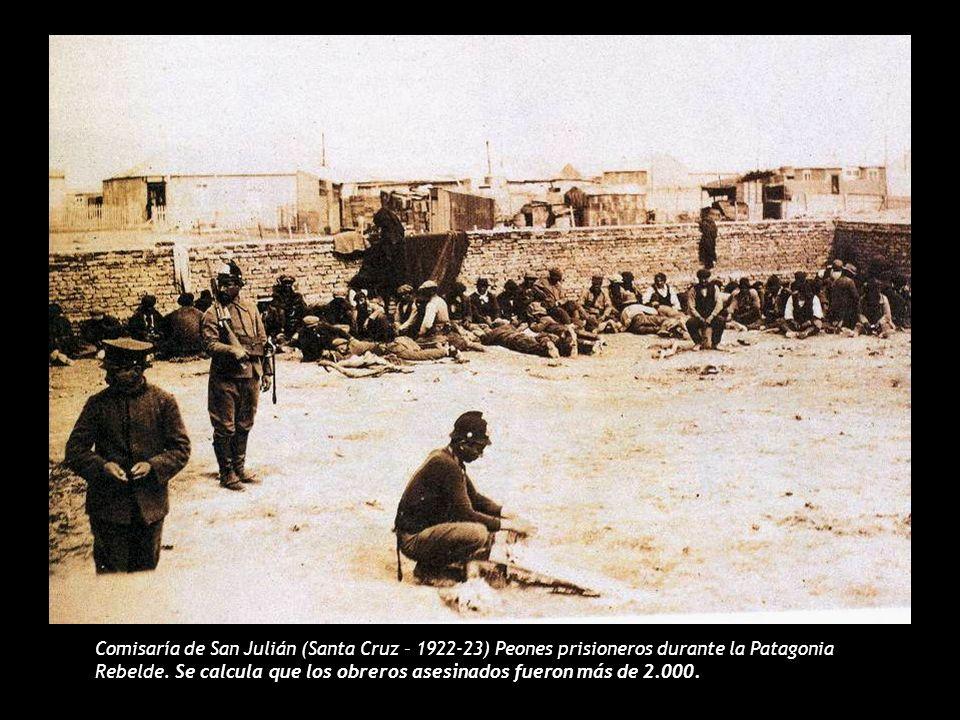 Comisaría de San Julián (Santa Cruz – 1922-23) Peones prisioneros durante la Patagonia Rebelde. Se calcula que los obreros asesinados fueron más de 2.